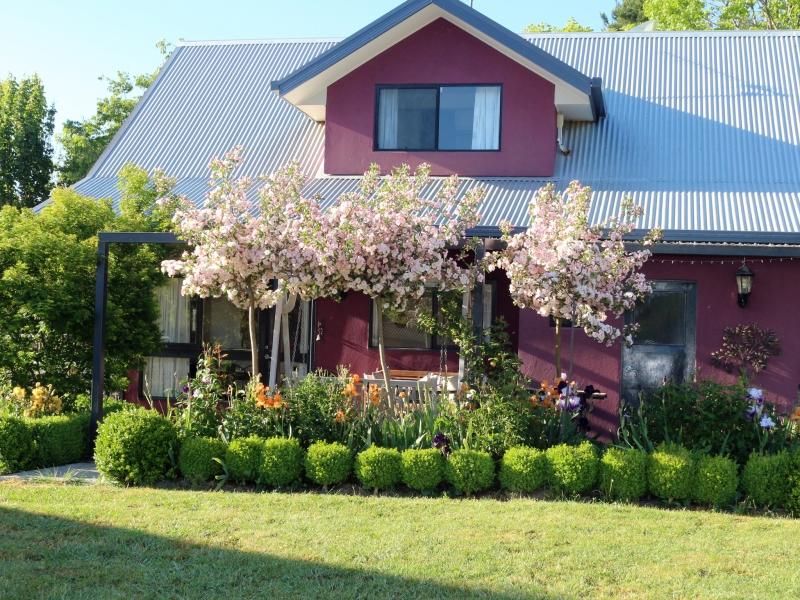 side magenta cottage